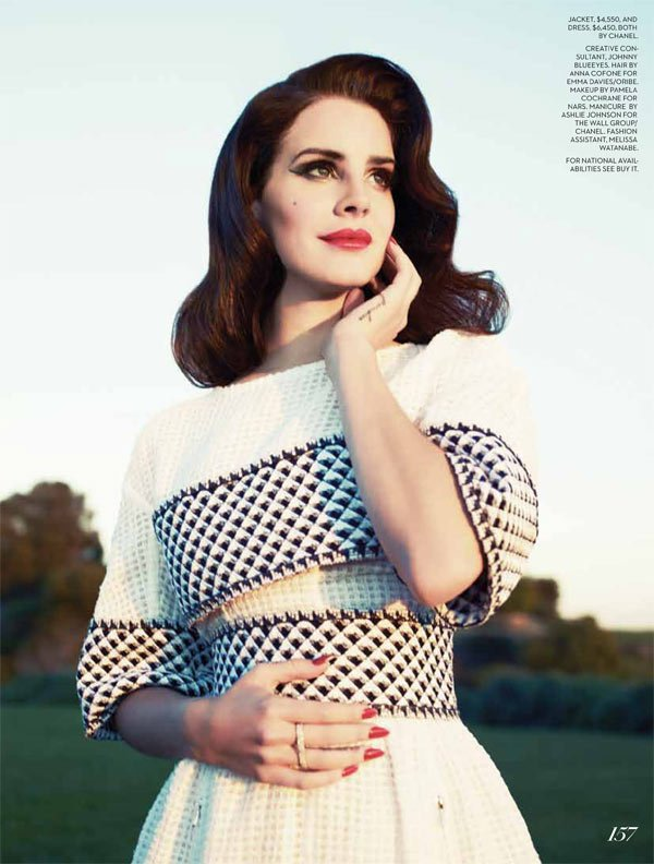 Lana Del Rey pose pour Fashion.